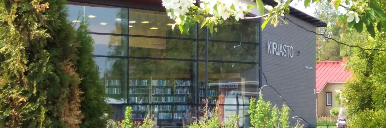 Kirjasto ulkoa kesä