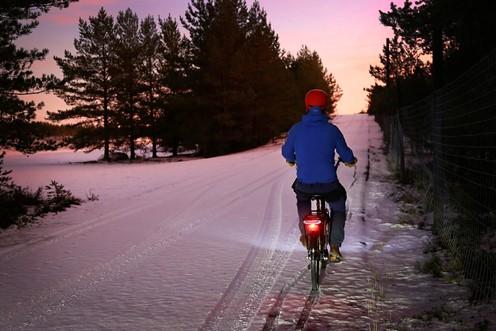 Pyöräilijä talvella